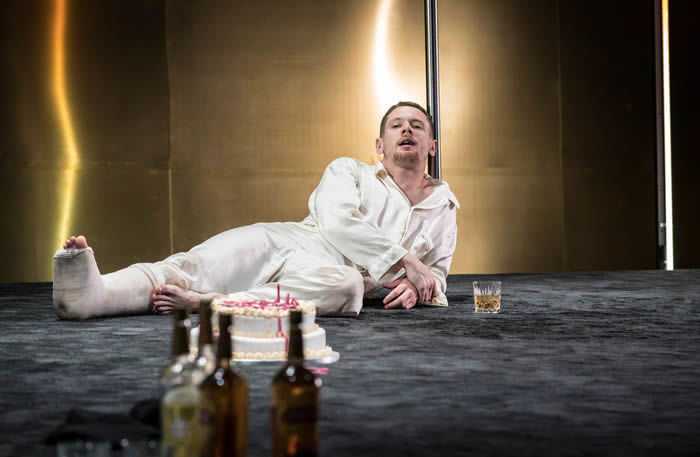 a review of tennessee williams cat on a hit tin roof Sienna miller and jack o'connell star in tennessee williams annual reviews off book podcast young vic vogue online thinks cat on the hot tin roof is one.